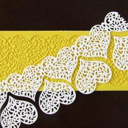 Lace hearts frieze carpet