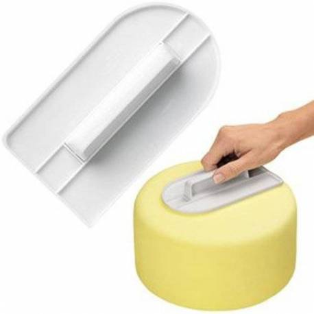 Straightener for sugar paste with rounded tip