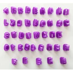 Caja para llevar de WILTON con el alfabeto y los números de las piezas