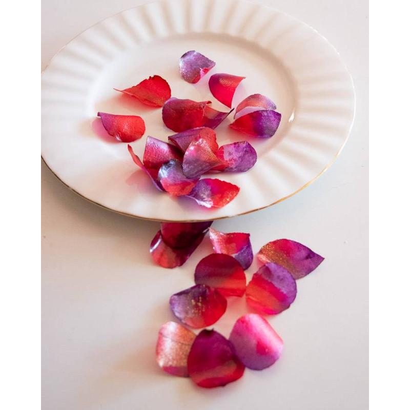 Pétalos de rosa comestibles rojos y púrpuras