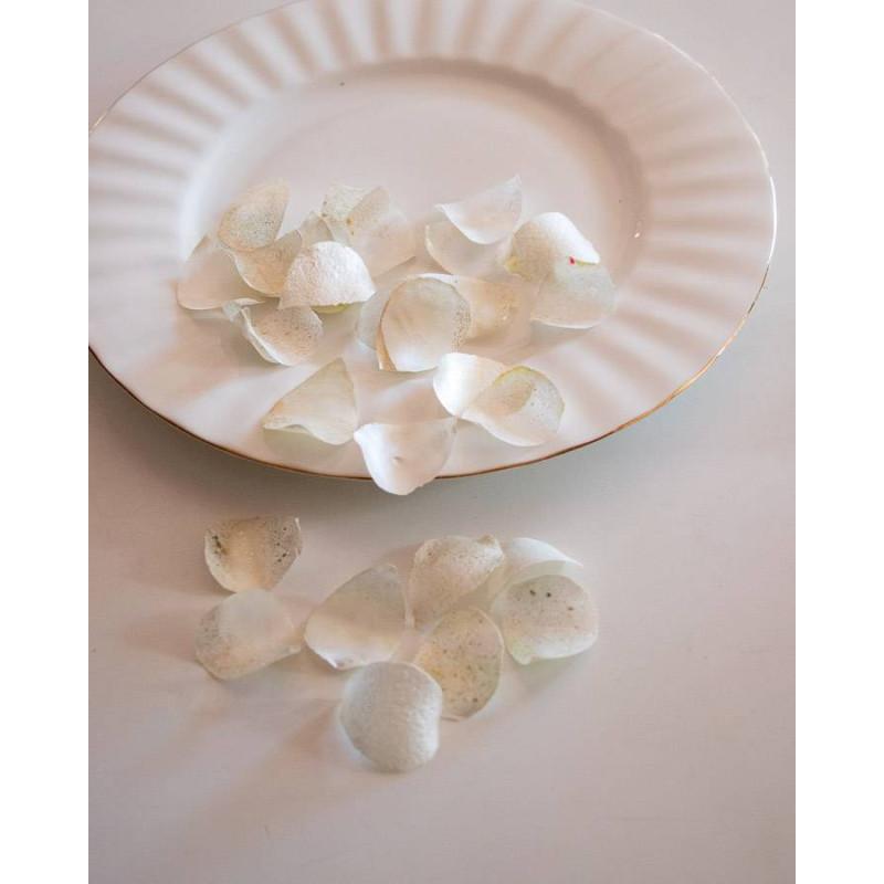 Pétalos de rosa comestibles blancos y dorados