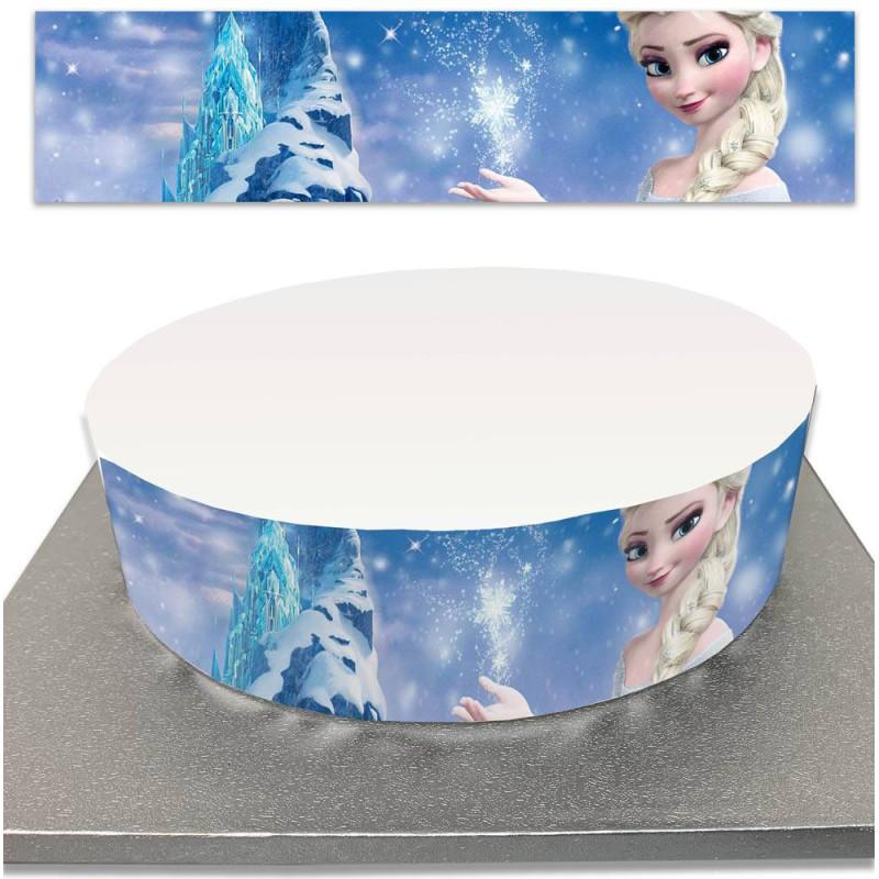 Contorneando el pastel de azúcar para congelar los pasteles de la Reina de la Nieve