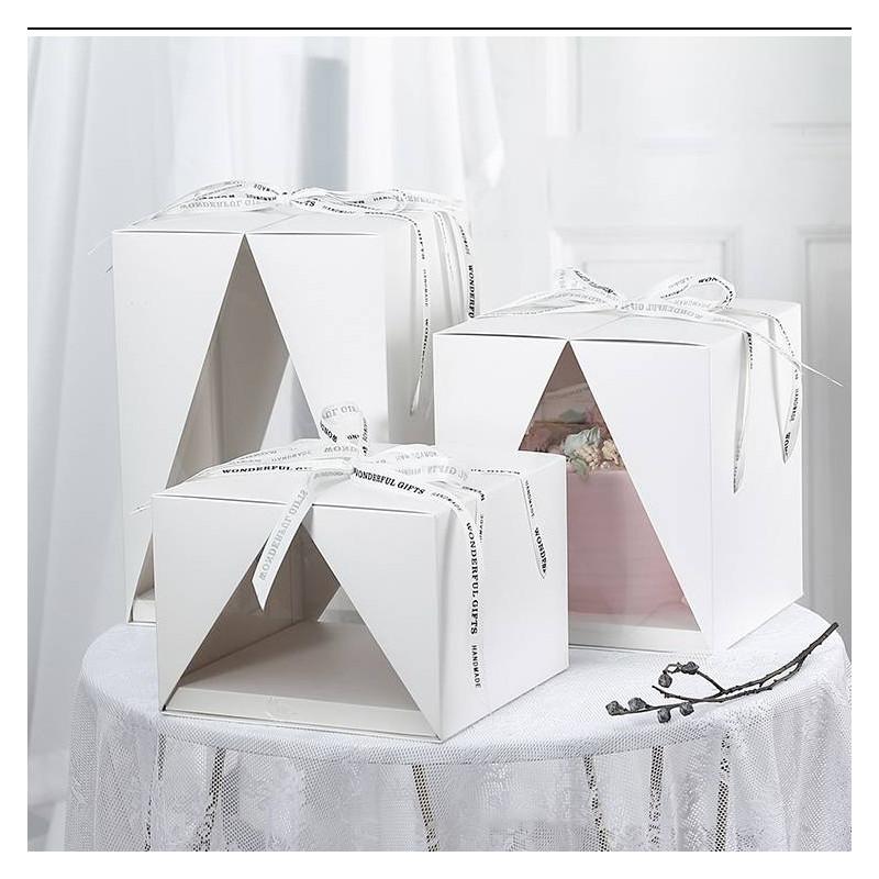 Molde cuadrado con abertura en forma de triángulo